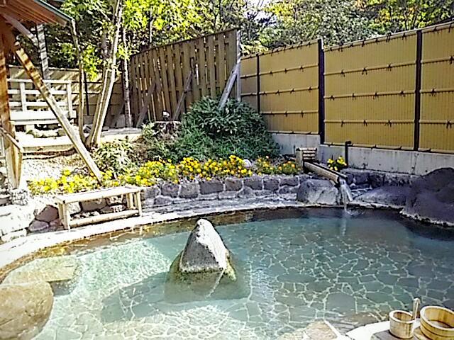 岳温泉の露天風呂